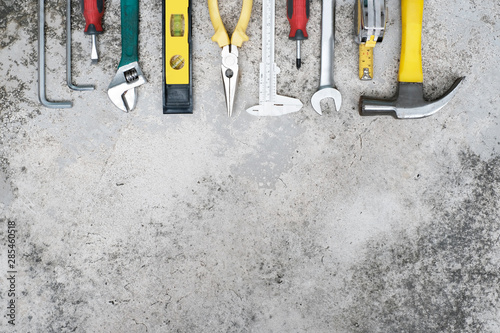 Fotomural  Top view craftsman tool on old concrete cement wall background, spanner, wrench,