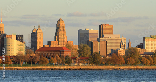 Photo Stands New York Buffalo, New York skyline across Niagara River