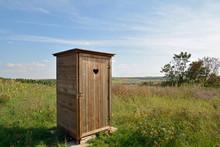 Toilettenhäuschen Auf Freiem Feld