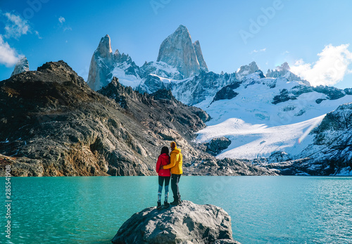 Couple in love at Mount Fitzroy фототапет