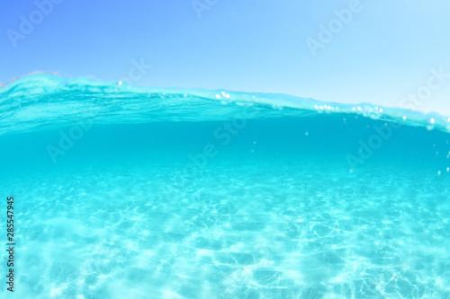 Papiers peints Turquoise mer méditerranée, translucide