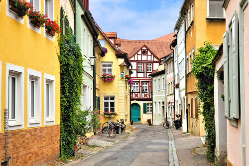 Foto op Plexiglas Oude gebouw Colorful street of traditional buildings in the Old Town of Bamberg, Bavaria, Germany