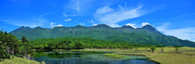 知床五湖で見た知床連山と湖のパノラマ情景@知床、北海道