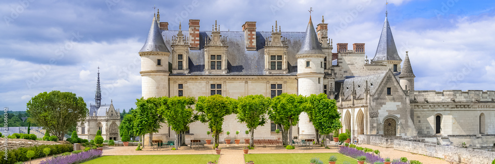 Fototapety, obrazy: Amboise castle in France, beautiful French heritage, panorama in spring