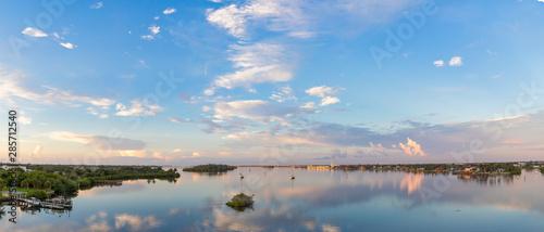 Cuadros en Lienzo  Sunrise over the Indian River Lagoon.
