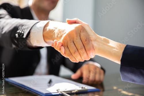 Photo sur Aluminium Graffiti collage Businessperson Shaking Hand With Partner