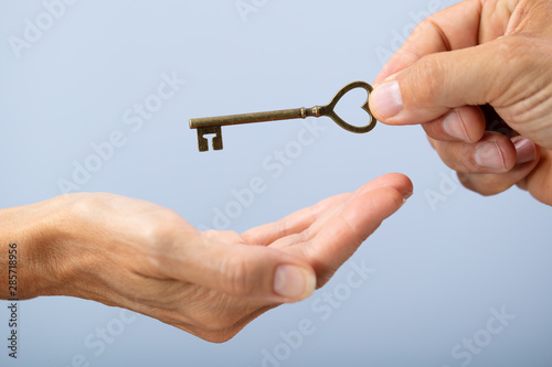 Photo Person Hand Giving Home Key To A Client