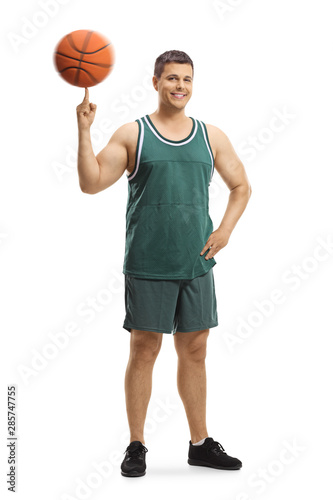 Fotografia Basketball player standing and spinning a ball on a finger