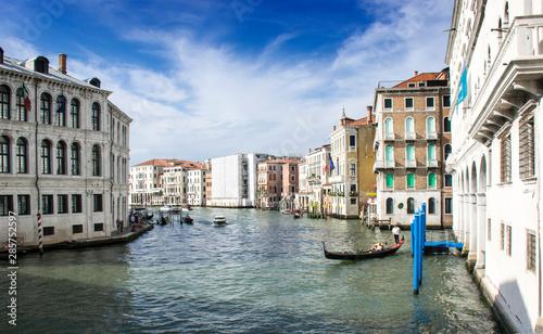 Poster Bridges Venezia, 17 agosto 2019 16:00, Il Canal Grande, il canale principale che attraversa il centro storico di Venezia.