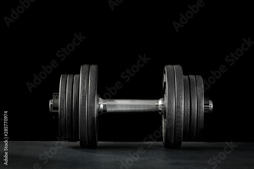Fotografia  Dumbbell, barbell and workout in the gym. Woman lifting weights.