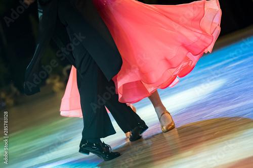 Fototapeten Tanzschule couple dancing standard dance