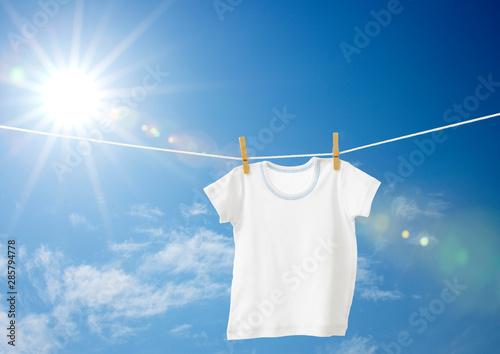 Obraz baby clothes hanging on a clothesline - fototapety do salonu