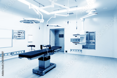 Photo Interior of operating room in modern clinic