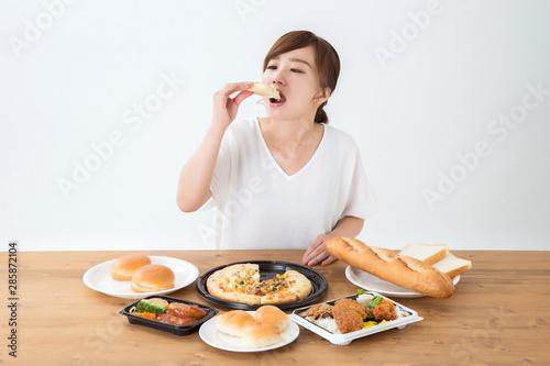 Obraz na płótnie 食べる女性