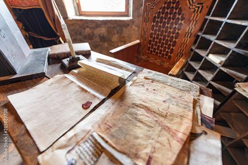 Carte e carteggi, documenti manoscritti antichi e iscrizioni segrete e strane Canvas Print