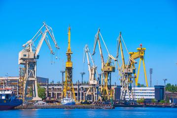 Szczecin stocznia przesyp transport dok technika technologia przemysł dym kurz
