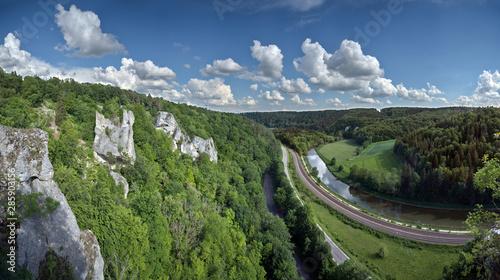 Der Naturpark Oberes Donautal an der Ruine Gebrochen Gutenstein
