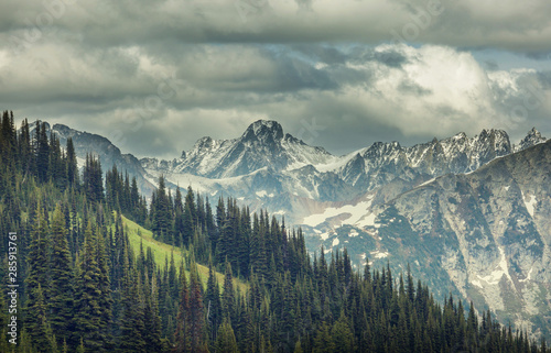 Foto auf AluDibond Dunkelgrau Mountains in Washington