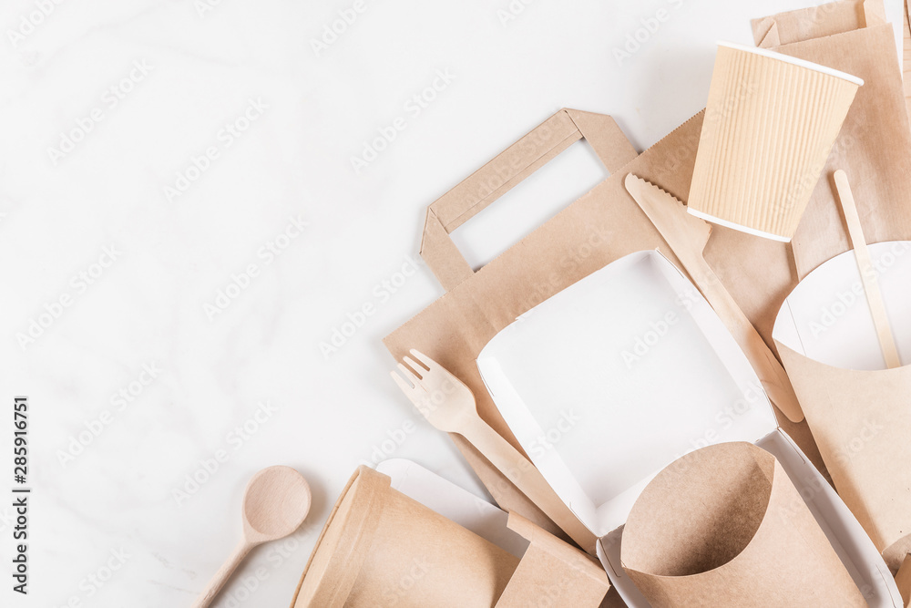 Fototapety, obrazy: Eco friendly disposable tableware. Paper cups, dishes, fast food containers and bamboo wooden cutlery. flat lay