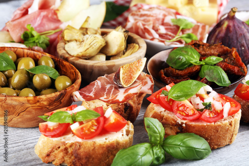 Photo Italian antipasti wine snacks set