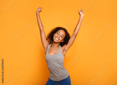 Obraz na plátně  Portrait of happy African-American woman on color background