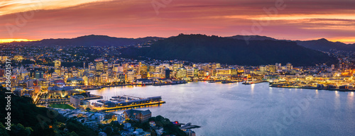 fototapeta na ścianę Wellington city and harbour from Mount Victoria at sunset.