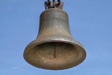 The Church Bell Weighs. Horizo...