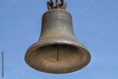 Fotografía The church bell weighs. Horizontal shot.