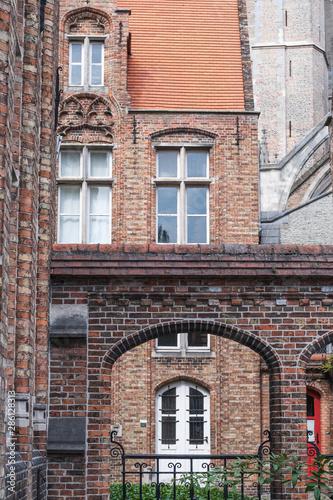 Obraz na plátně Building made up of bricks dating from the medieval times in Bruges, Belgium