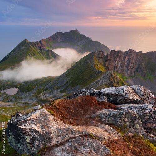 View from Husfjell Peak to mountain range Fototapete