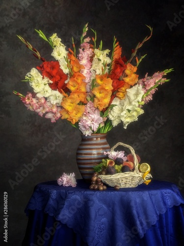 Fototapeta Still life with splendid bouquet of  gladiolus flowers obraz