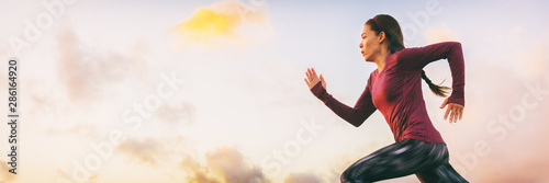 Run fast woman athlete sprinting profile on sky banner panorama background Fototapet