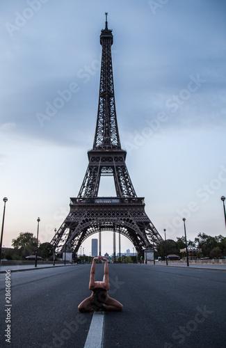 Fototapety, obrazy: le yoga de la tour