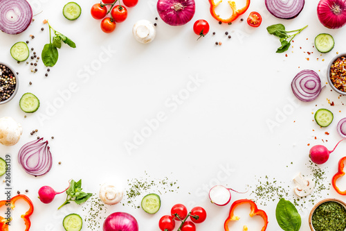 Fototapeta Cook frame with fresh vegetables on white background top view space for text obraz
