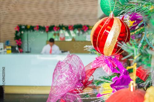 Árbol de navidad con adornos Tapéta, Fotótapéta