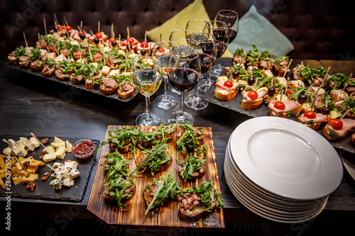 Canvas Print Beautifully decorated snacks on the banquet table before the holiday
