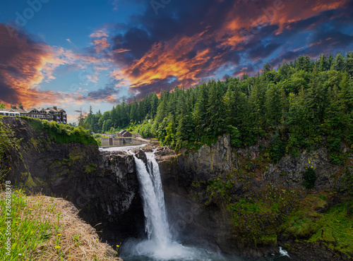 Photo View of Snoqualmie Falls, near Seattle in the Pacific Northwest