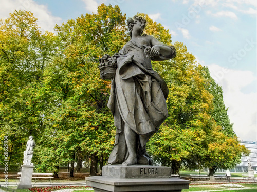 Sandstone sculpture of the goddess Flora in the Rococo style in Saxon Garden in Warsaw, Poland Canvas-taulu