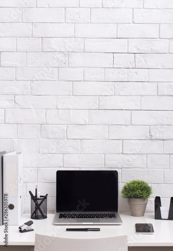 Obraz Modern white office desk with blank screen on laptop - fototapety do salonu