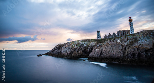 Photo sur Toile Les Textures The ruins of the abbey of Saint-Mathieu, the lighthouse and the cliffs