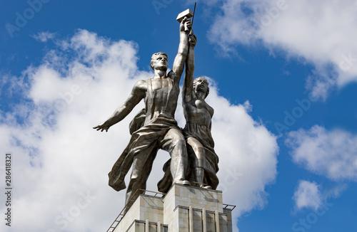 Valokuvatapetti The sculpture of Rabochiy i Kolkhoznitsa (Worker and Kolkhoz Woman)