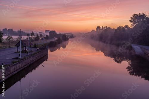 Fototapeten Natur Just before sunrise at the bridge over the river Lys in Lauwe & Wevelgem, Belgium.
