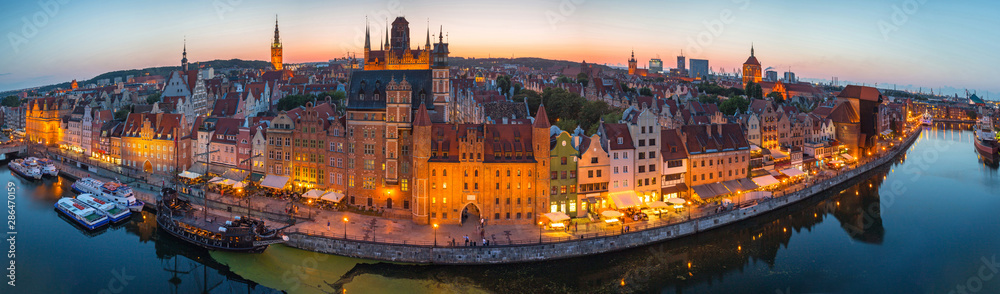 Fototapety, obrazy: Panorama of the old town in Gdansk at dusk, Poland.