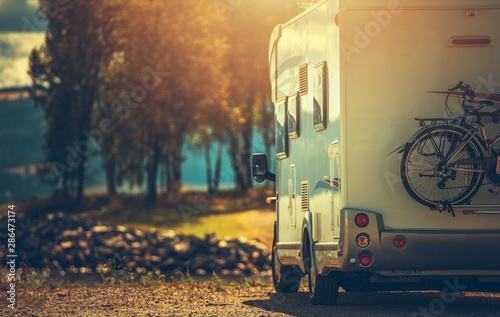 Spoed Foto op Canvas Kamperen Fall RV Camper Camping