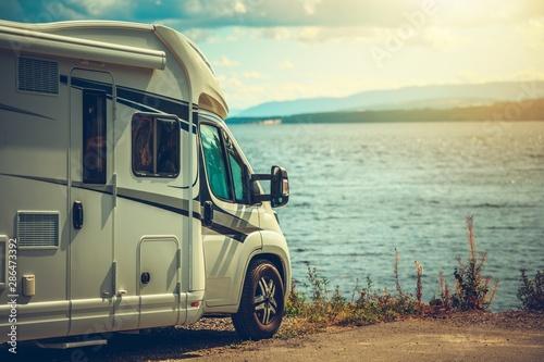 RV Camper Van Traveling Fototapet