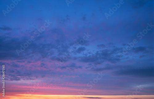 Carta da parati dramatic cloudy sunset sky blue hour abstract background