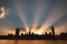 Dramatic Sun Beams Behind The ...