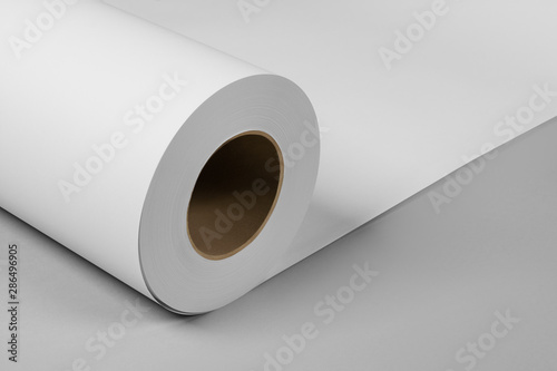 Fotomural Blank white paper rolls isolated on gray background