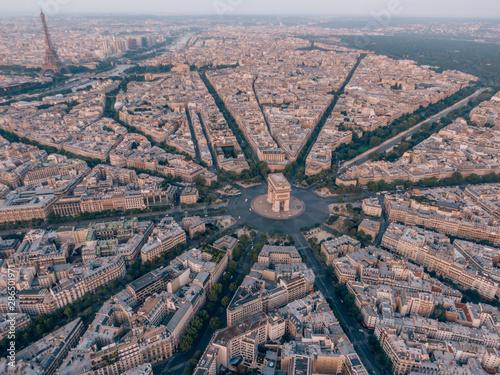 Canvas Print Aerial of the Arc de Triomphe in Paris, France