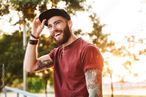 Fotomural  Handsome young man dressed in casual clothing